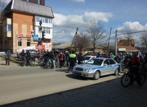 Во время велопробега «Ростовское кольцо» под машину попала 14-летняя участница