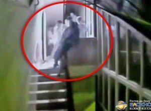 На Дону судят начальника тюрьмы, выбросившего во время драки мужчину со второго этажа. Видео