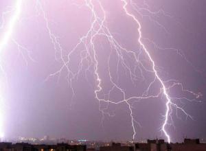 Темные грозовые тучи с дождем ударят по Ростову в этот понедельник
