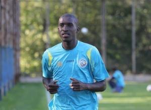 Защитник «Ростова» Сиянда Ксулу получил травму на тренировке