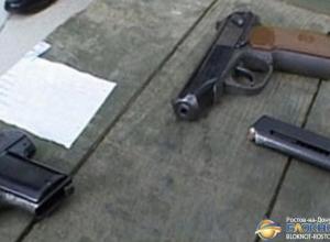 В Ростове задержан мужчина с автоматом, 600 патронами, пистолетами и гранатой