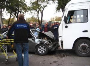 В Таганроге «ВАЗ» протаранил в маршрутку