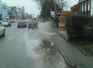Забитая после обильных дождей ливневка в Ростове вызвала шутки горожан