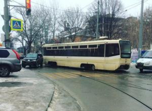 Заскользивший в центре Ростова трамвай шокировал горожан