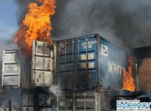 Крупный пожар под Ростовом: горит завод металлопластиковых конструкций