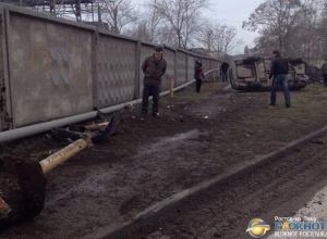 В Таганроге пьяный водитель на «ВАЗ-2110» врезался в столб и перевернулся