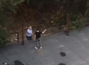 Озверевший дед материл и сшибал камнями играющих на крыше гаражей подростков в Ростове