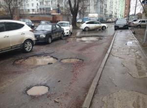 Немедленно починить дороги поручил губернатор главам городов и районов Ростовской области