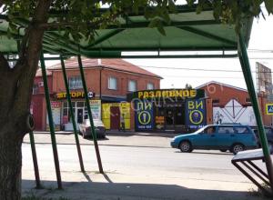 «Вечно пьяная» автобусная остановка ставит под угрозу жизни и здоровье ростовчан на Белорусской улице