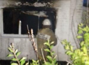 Во вспыхнувшем ночью доме сгорели люди в Ростовской области