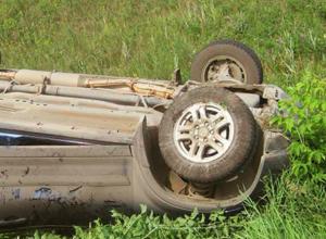 Взбесившаяся иномарка вытолкнула в кювет полицейский автомобиль в Ростовской области