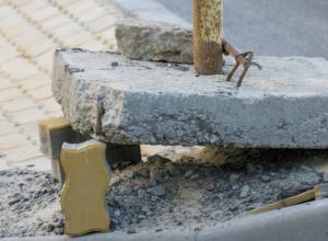 На недавно открытом Ворошиловском мосту рухнул дорожный знак