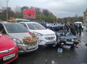 Свадебный кортеж попал в аварию в Ростове: 7 пострадавших