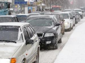 Ростов встречает первый снег в 10-балльных пробках