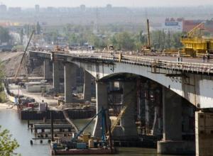 Бросающий камни в реку прохожий «пришиб» рабочего под Ворошиловским мостом в Ростове
