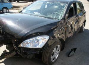 В серьезном столкновении двух иномарок погиб один человек и двое пострадали в Ростове