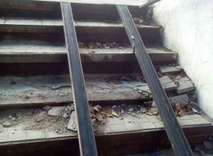 Безобразный подземный переход на Сельмаше высмеяли ростовчане