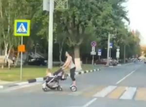 Супермама на гироскутере с коляской в руках удивила ростовчан и попала на видео
