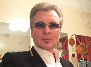 Заслуженного певца Малинина заставили стучать зубами на концерте в Таганроге