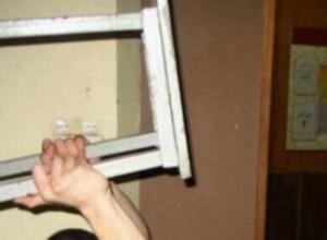 Мужчина насмерть забил табуреткой и ограбил хозяина квартиры в Ростовской области
