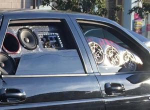 Ростовский любитель музыкальных понтов закрыл стекла машины колонками