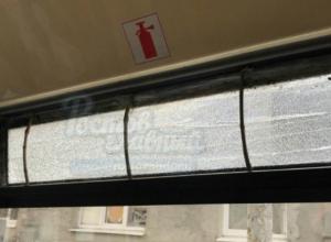 Автобус с заклеенным скотчем окном доездился до штрафа в Ростове
