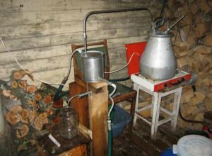 Страшные травмы рук и ног на «производстве» получил отчаянный самогонщик в Ростове