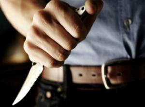 Молодому мужчине вспороли ножом живот во дворе собственного дома в Ростове