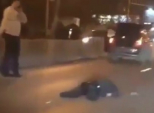 Водитель Chevrolet наглухо вырубил перебегавшего дорогу пешехода в центре Ростова на видео