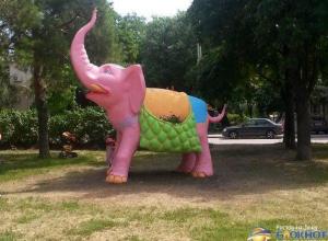 В Ростове на Рабочей площади появился разноцветный слон