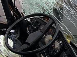 Два человека пострадали при столкновении автобуса и маршрутки в Ростове-на-Дону