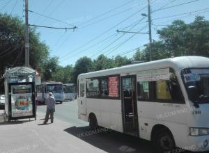 Ослепленные жаждой наживы двое маршрутчиков подрались на остановке Ростова