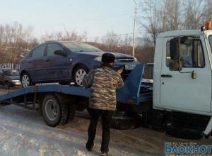 На дорогах Ростова должны работать 50 эвакуаторов, а выходят на улицы только 5
