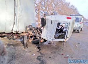 В Ростовской области столкнулись два грузовика