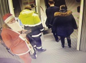 Минимум 5 жителей Ростова-на-Дону в новогодних костюмах бесплатно слетали в различные города России