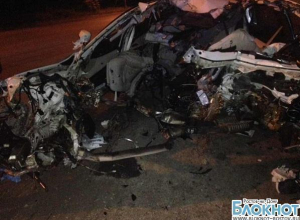 В Таганроге БМВ разорвало на две части при столкновении с опорой ЛЭП: погибли 3 человека. ФОТО