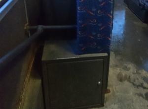 Сейф в автобусе озадачил привыкшую ко многому ростовчанку