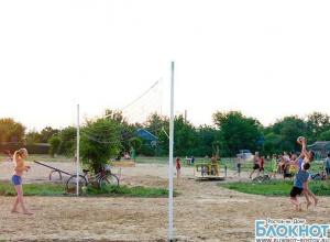 В Ростовской области прокуратура проверяет строительство детской площадки на кладбище