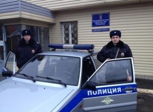 В Ростовской области полицейские вынесли из горящего дома семью из четырех человек