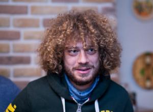 Скандальный блогер сравнил полицейских Ростова с бандитами и расхвалил арену