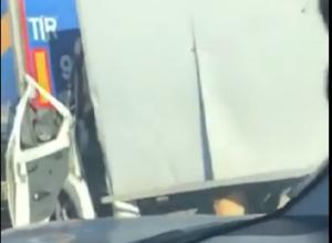 Видео кровавого ДТП с зажатой «Газелью» ввело в оцепенение автомобилистов в Ростовской области
