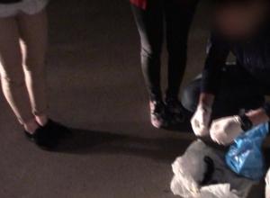 Дозы для сотен закладок в иномарке ростовчанки в лосинах попали на видео