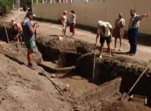 Мумию древней амазонки с испещренным шрамами лицом откопали археологи под Ростовом