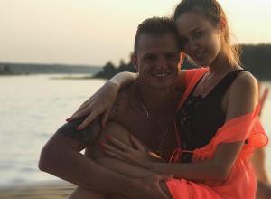 Влюбленные обнимашки заподозренной в беременности Костенко с экс-мужем Ольги Бузовой «взорвали» поклонников