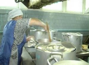 Острый инфекционный гастрит получили семеро детей после обеда в школьной столовой в Ростовской области
