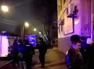 Из-за опасности взрыва в Ростове экстренно эвакуировали жильцов многоэтажки: ЧП сняли на видео
