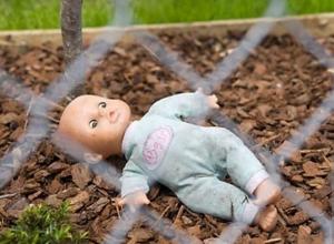 Женщина внезапно и необъяснимо выбросила малолетнего ребенка с лестницы в больнице Ростова