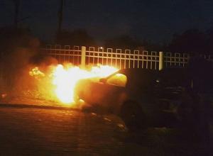 Автомобиль BMW Z4 сгорел на Нансена в Ростове
