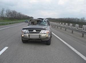 На М-4 «Дон» из-за лопнувшего колеса перевернулась иномарка: 1 погиб, 2 травмированы