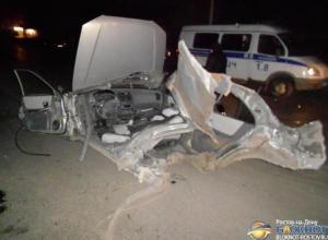 В Ростове «Хендай» на скорости влетел в столб: 1 погиб, 1 травмирован. Видео